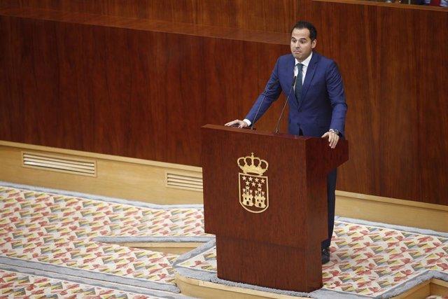 El candidato de Ciudadanos a la presidencia de la Comunidad de Madrid, Ignacio Aguado, durante su intervención en el pleno de investidura del presidente de la Comunidad de Madrid.