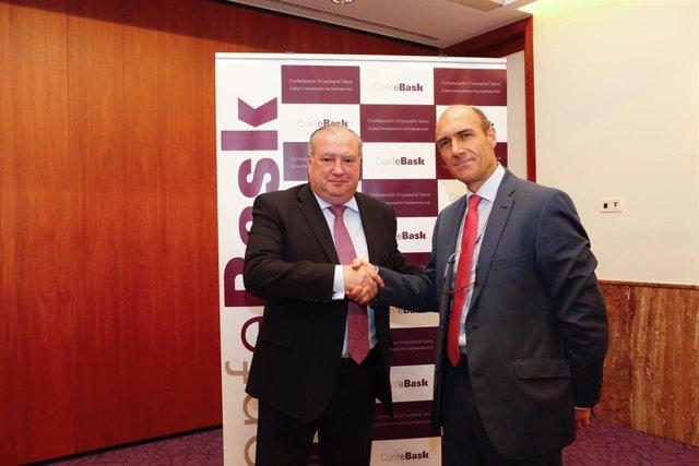 El nuevo presidente de Confebask, Eduardo Zubiaurre, junto al expresidente de la patronal vasca, Roberto Larrañaga