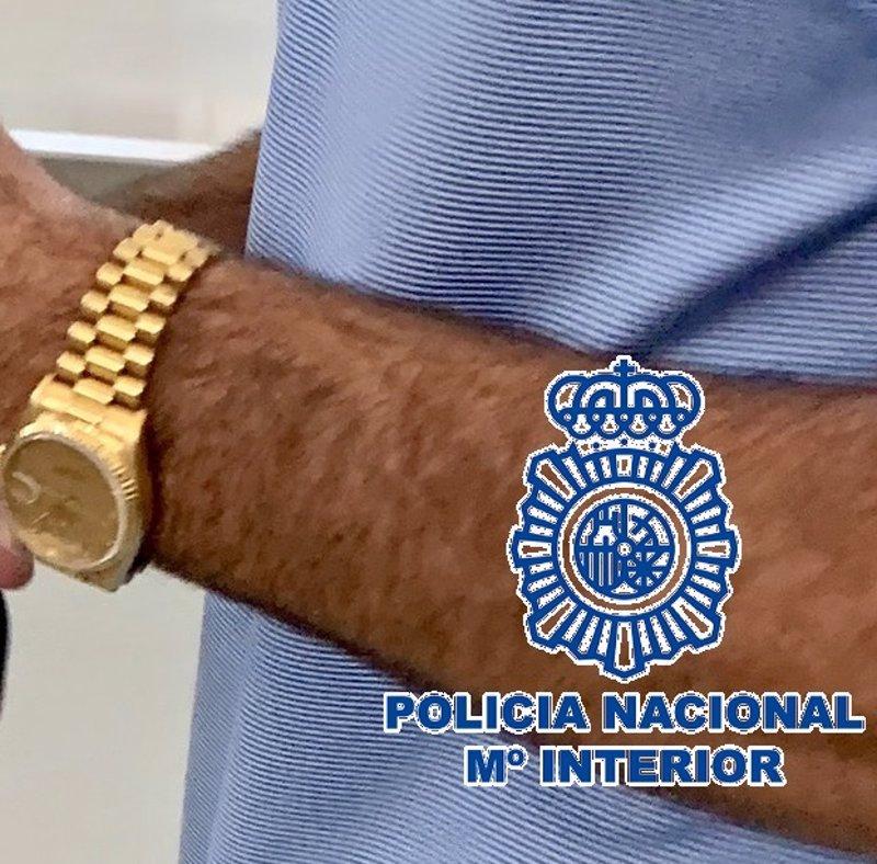 Detenido en el aeropuerto de Málaga un turista que llevaba puesto el reloj cuyo robo había denunciado un día antes
