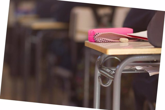 Colegio, escuela, aula, primaria, clase, niño, niña, niños, estudiando, estudiar, deberes, profesor, profesora, profesores