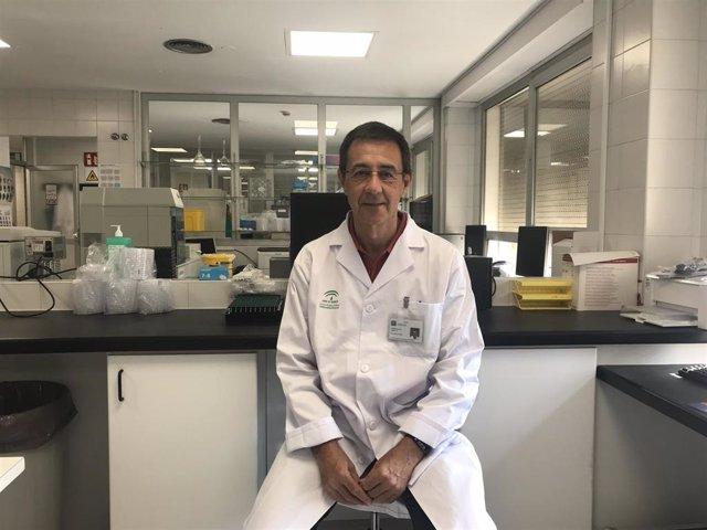 Antonio Jiménez Velasco, responsable de Biología Molecular del Laboratorio de Hematología del Hospital Regional de Málaga que junto al Ibima han aplicado con éxito una técnica para anticipar recaídas en pacientes con leucemia.