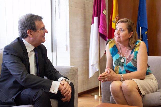 Reunión entre el rector de la UCLM, Miguel Ángel Collado, y la consejera de Educación, Rosa Ana Rodríguez.