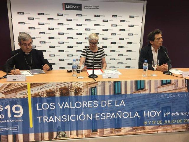 Luis Argüello (i), Anna Grau y Arcadi Espada, hoy en Valladolid.