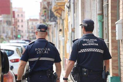Detenido un joven acusado de romper la nariz a patadas y puñetazos a su pareja en una calle de València