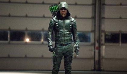 Arrow: Así de elegante es el traje de Oliver Queen para la última temporada