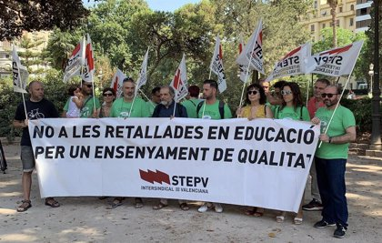 """STEPV es concentra davant el TSJCV per la suspensió de la reducció de ràtios: """"Respon a interessos econòmics"""""""