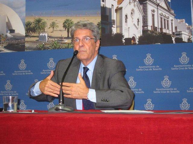 Resultado de imagen de consejero de Administraciones Públicas, Justicia y Seguridad del Gobierno de Canarias, Julio Pérez