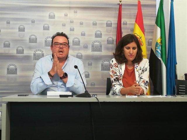 Marco Guijarro de Policía Nacional y Laura Guerrero de la delegación de Régimen Sancionador en rueda de prensa sobre el balance de las nuevas medidas de limpieza.