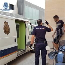 El detenido por robos en taxis aparcados en la Playa de Palma.