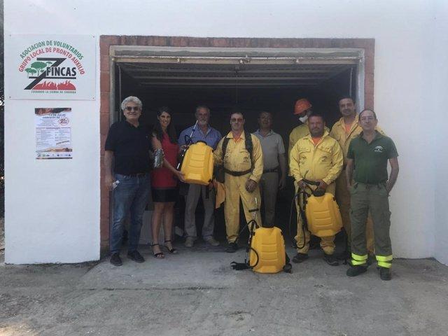 Cabello entrega material de lucha contra incendios forestales al Grupo Local de Pronto Auxilio Siete Fincas