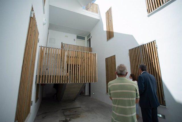 El Ayuntamiento De Málaga Informa: El Ayuntamiento Entrega Una Promoción De 5 Viviendas Protegidas En Régimen De Alquiler Realizada Íntegramente Con Fondos Del Imv