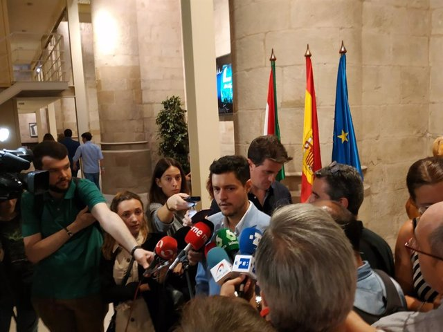 Raúl Díaz comparece ante los medios de comunicación tras el segundo intento fallido de investidura de Concha Andreu como presidenta de La Rioja.