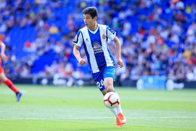 Wu Lei  jugando un partido con el RCD Espanyol