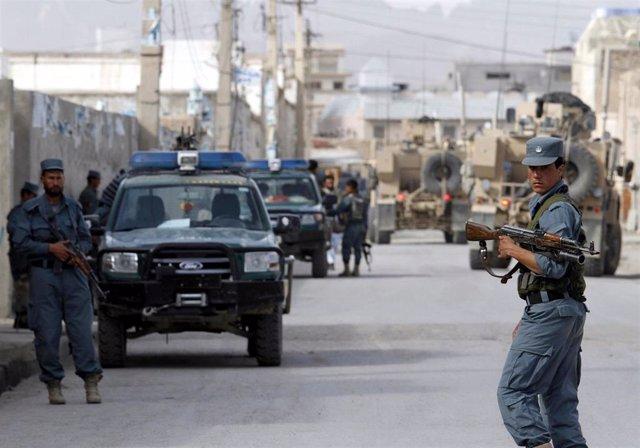 Policía afgana de patrulla por Kandahar (Imagen de archivo)