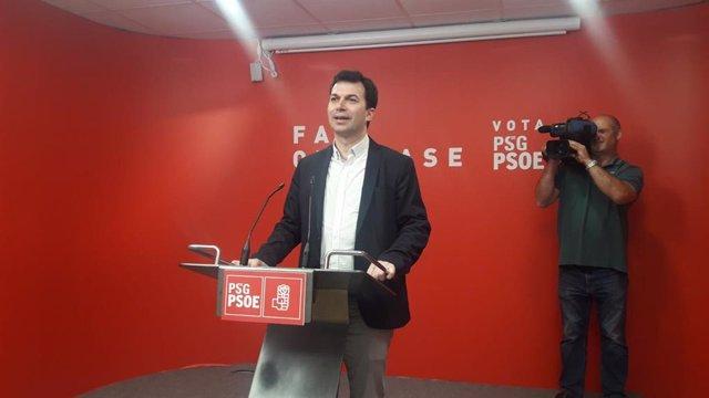 Gonzalo Caballero, secretario xeral del PSdeG, en rueda de prensa en la sede del Partido Socialista en Santiago.