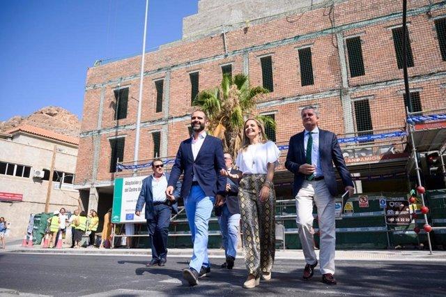 Delegados de la Junta y el alcalde de Almería visitan las obras de la Casa del Mar