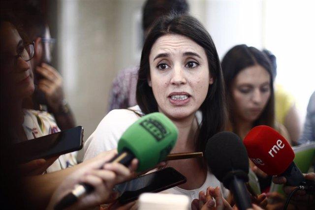 La portavoz de Unidas Podemos en el Congreso de los Diputados, Irene Montero, ofrece declaraciones a los medios de comunicación.