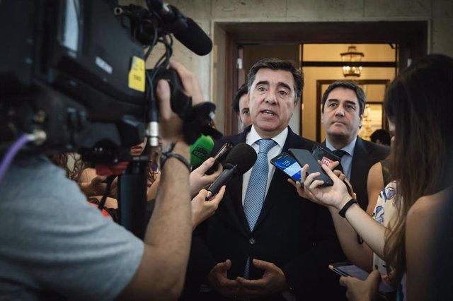 El portavoz interino del Grupo Popular en el Congreso, José Antonio Bermúdez de Castro. ofrece declaraciones a los medios de comunicación.
