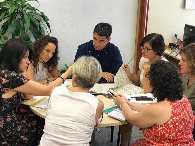 Los ediles de IU en la reunión con la con la Plataforma 'Niños y Niñas del Sur'.