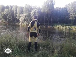 Bomberos del SEPA buscan a un hombre desaparecido cuando nadaba en el río Nalón