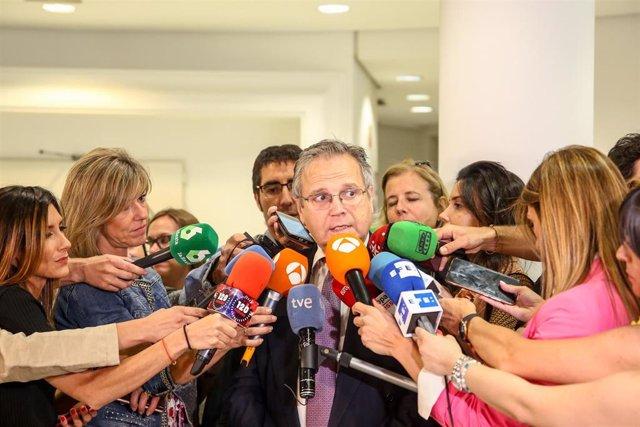 El exconcejal socialista Antonio Miguel Carmona ofrece declaraciones en el Edificio de Grupos del Ayuntamiento de Madrid.