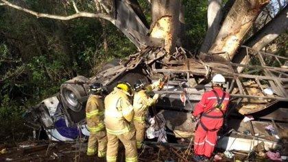 Al menos 15 muertos y 21 heridos tras volcar un autobús en el estado mexicano de Nayarit