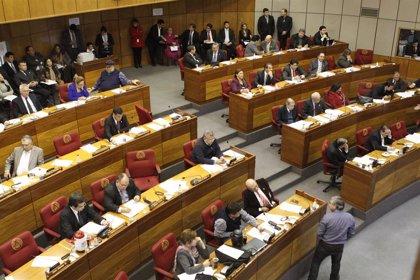 Escandalosa pelea a puñetazos entre dos legisladores en plena sesión en el Senado de Paraguay