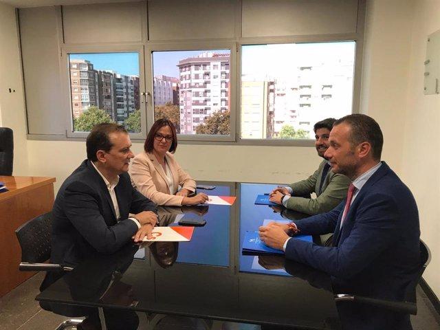 Imatge de la reunió entre PP i Cs per analitzar la proposta de Vox