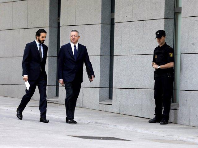 El expresidente de la Comunidad de Madrid Alberto Ruiz Gallardón acude a la Audiencia Nacional.