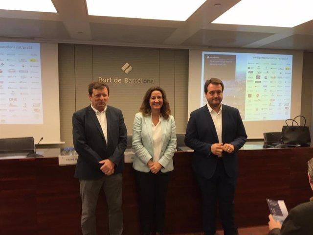 El president del grup de treball de Sostenibilitat del Consell Rector de la Comunitat Portuària, Eduard Duran, la presidenta del Port de Barcelona, Mercè Conesa, i l'adjunt a la Direcció general de Desenvolupament Corporatiu, Pedro Arellano