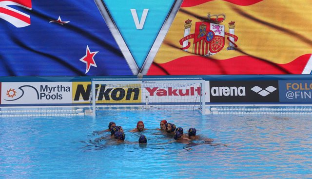 La sleección espanyola masculina de waterpolo abans del partit davant Nova Zelanda en el Mundial de Gwangju