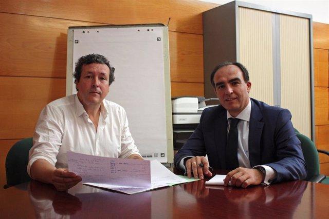 El diputado autonómico Iñigo Fernández (izda) y el senador por Cantabria Javier Puente