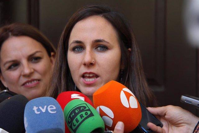 La portavoz adjunta de Podemos en el Congreso, Ione Belarra, atiende a los medios