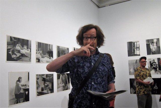 Jorge Ribalta presenta la exposición  'Àngels nous. Escenes de la reforma de la plaça de la Gardunya, Barcelona (2005-2018)'