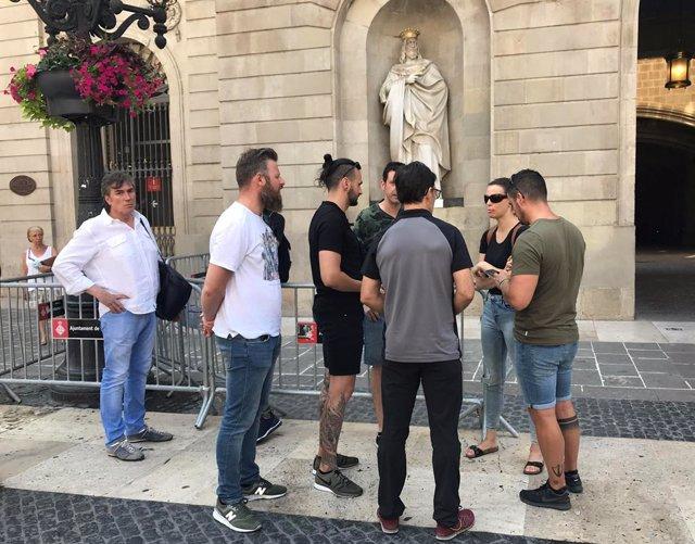 Sindicats de Mossos es concentren enfront de l'Ajuntament de Barcelona per la Junta Local de Seguretat
