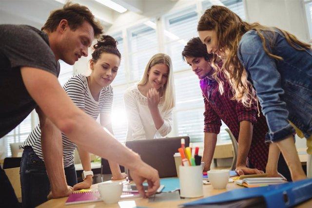 Jóvenes, trabajo, empleo, reunión, jóvenes trabajadores, empleo juvenil, paro juvenil.