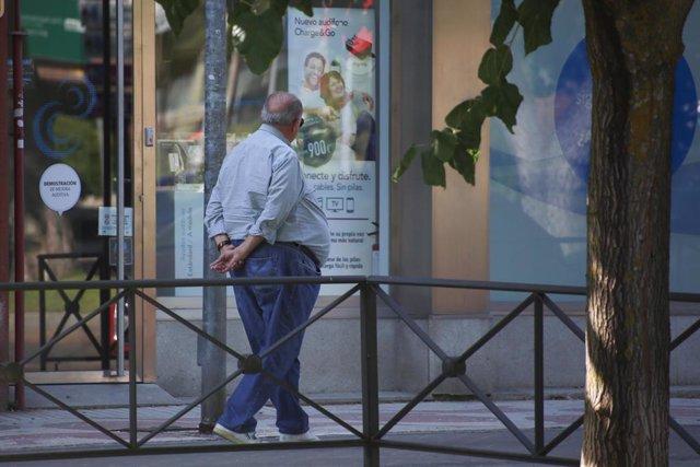 Una persona pasenado, en una imagen de archivo.