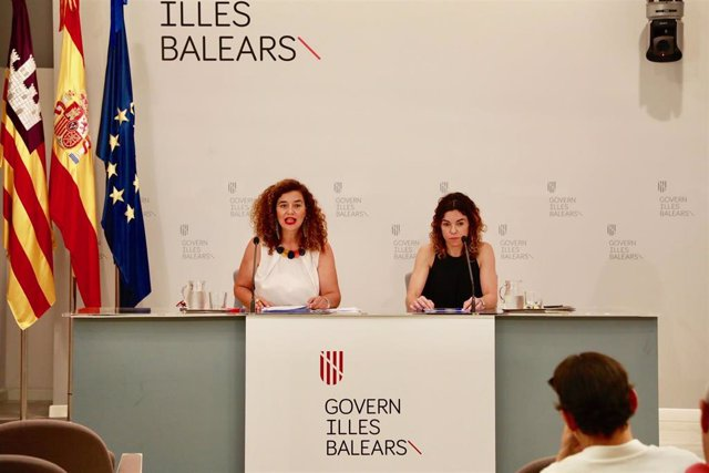 La consellera de Hacienda y Relaciones Exteriores, Rosario Sànchez, y la portavoz del Govern, Pilar Costa