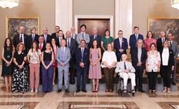 Su Majestad la Reina junto a representantes de los Comités de FEDER y Fundación FEDER