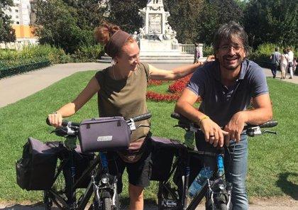 800 kilómetros en bicicleta para apoyar a 1.660 estudiantes de pueblos remotos de Camboya