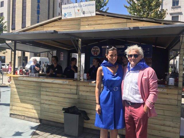 La alcaldesa de Santander, Gema Igual, y el presidente de los hosteleros, Ángel Cuevas, inauguran las casetas de la Feria de Día en la plaza Alfonso XIII