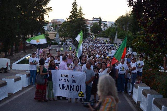 Contrarios a una mina de uranio en la provincia de Badajoz vuelven a manifestarse este jueves en Oliva de la Frontera