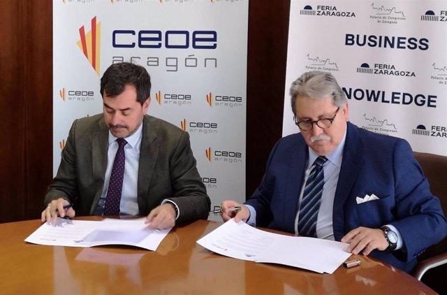 Ricardo Mur y Manuel Teruel firman el acuerdo.