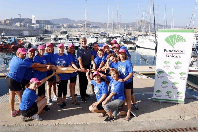 Equipo de remeras formado por supervivientes de cáncer de mama que impulsan Fundación Unicaja y la Asociación Deportiva Málaga Dragon Boat