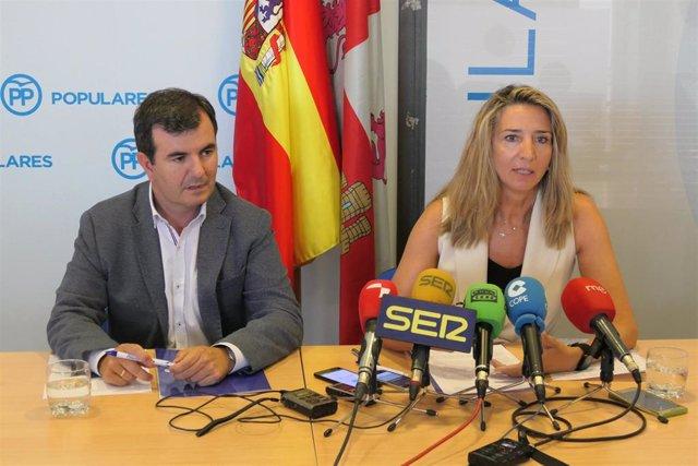 Martín (I) y García (D) durante la rueda de prensa.