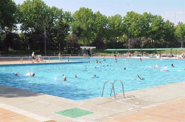 Imagen de recurso de una piscina de verano en la ciudad de Madrid.