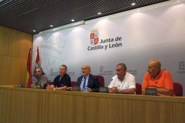 Carnero comparece junto a los representantes de las OPA tras la reunión del Consejo Regional Agrario
