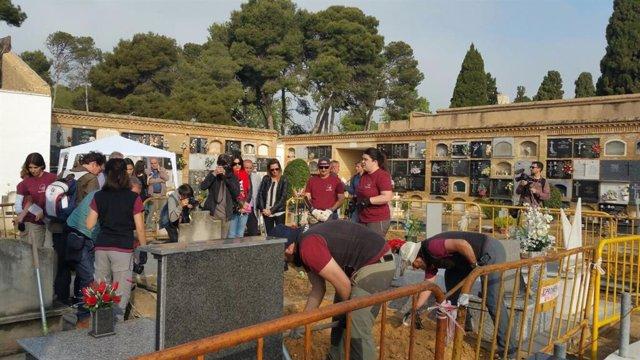 Apertura de fosas en el cementerio de Paterna