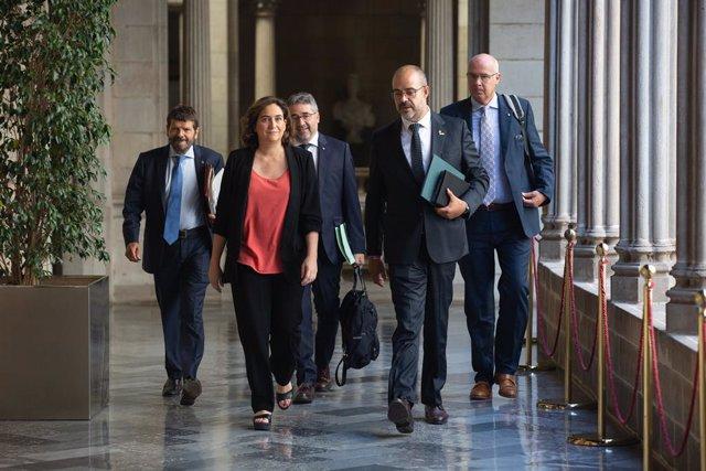 L'alcaldessa de Barcelona, Ada Colau, i elconseller d'Interior de la Generalitat de Catalunya, Miquel Buch, es dirigeixen a una Junta Local de Seguretat de Barcelona.