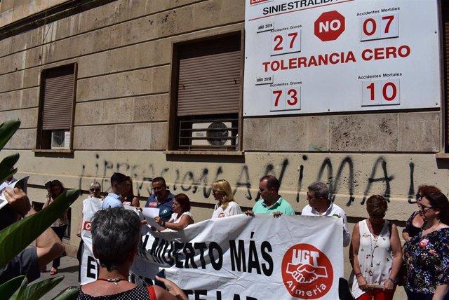 Concentración por la muerte de un trabajador en Berja (Almería)